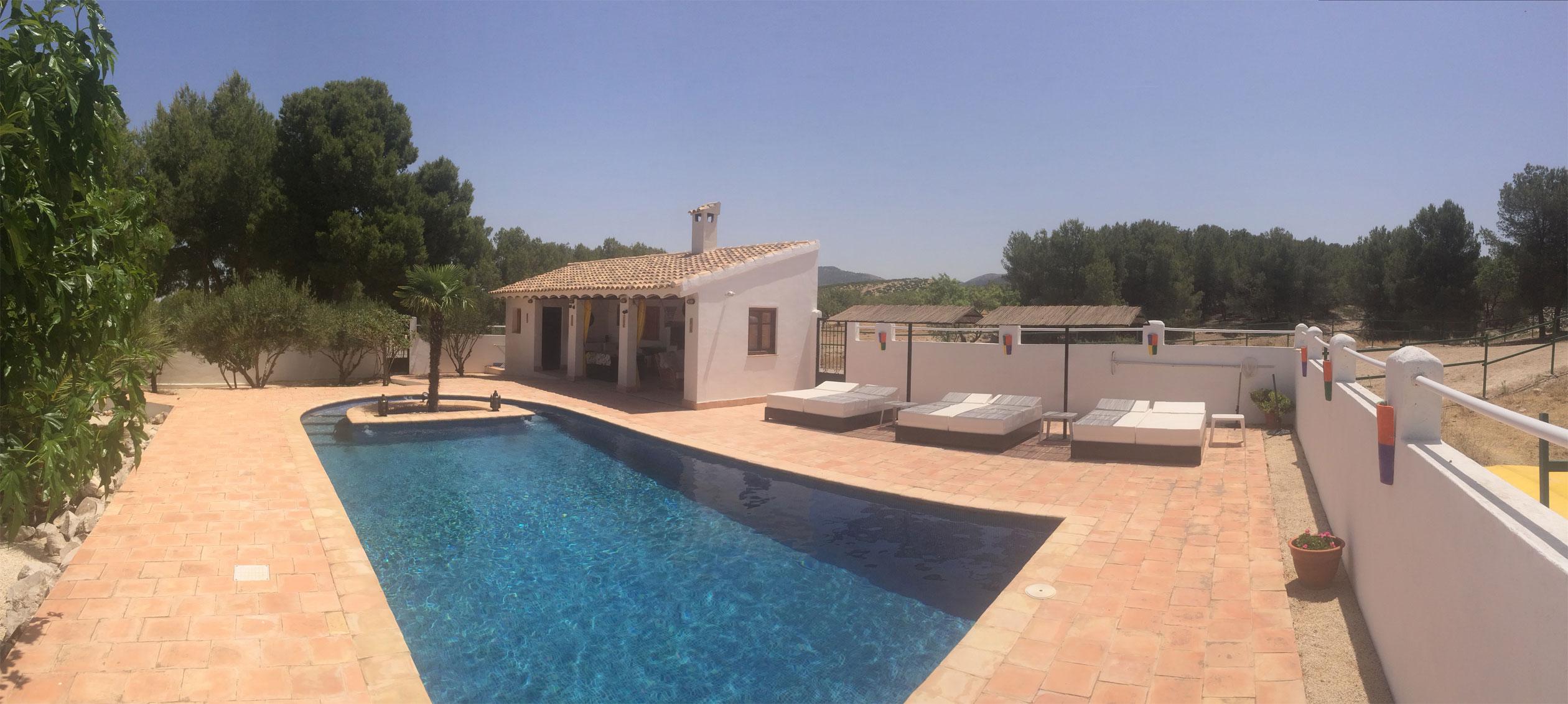 Casa pedro barrera hotel for Barrera piscina